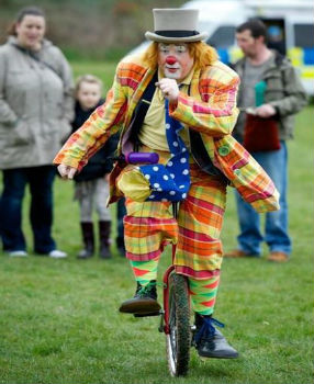clown glasgow unicyclist
