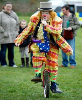clown glasgow unicyclist